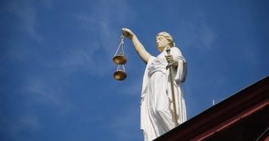 Le leggi ordinarie e gli atti aventi forza di legge